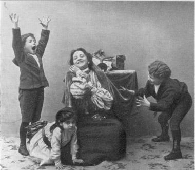 Нора сдетьми. «Кукольный дом» Г.Ибсена (1904)