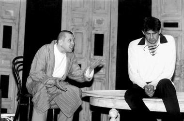 В.Золотухин(Лука), А.Кошкарев(ВаськаПепел). МолодежныйтеатрАлтая. Фото изархивафестиваля