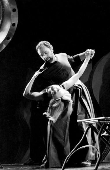 А.Симонян(Мэт), Т.Несташевская(Анна). «АннаКристи».  Театр«Глобус». Фотоизархивафестиваля