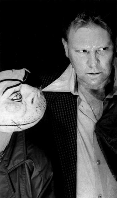 Сцена изспектакля НевилляТрантера «Франкенштейн» Фотоизбуклетафестиваля