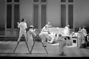 Сцены изспектакля «Похищение изсераля». Фото изархива фестиваля