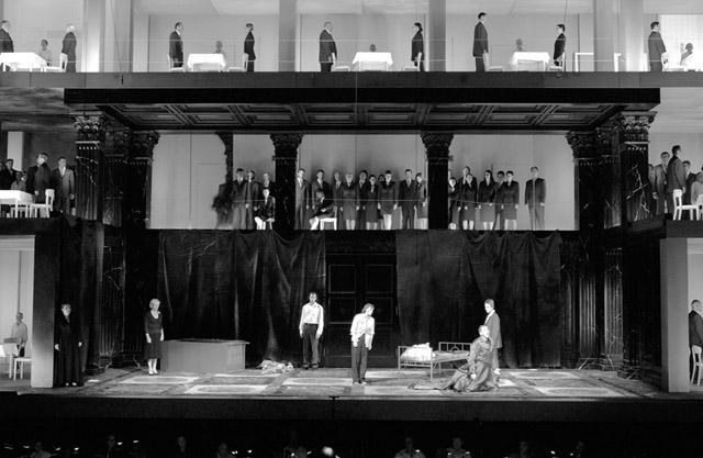 Сцена изспектакля «Милосердие Тита». Фото изархива фестиваля