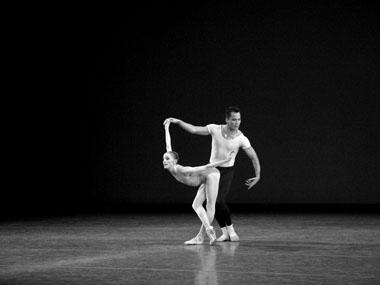 В.Вилан иД.Сото вспектакле «Симфония втрех движениях». Фото Н.Разиной