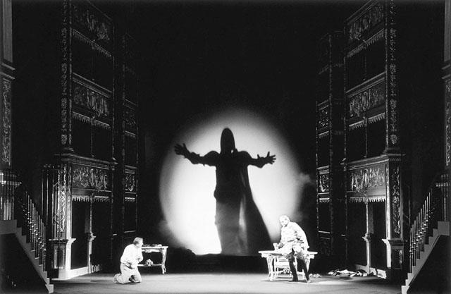 Сцены изспектакля «Дон Жуан». Ставовский театр (Прага)