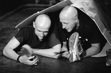 «Война молдаван закартонную коробку». Сценаизспектакля. Театр.doc. ФотоВ.Луповского