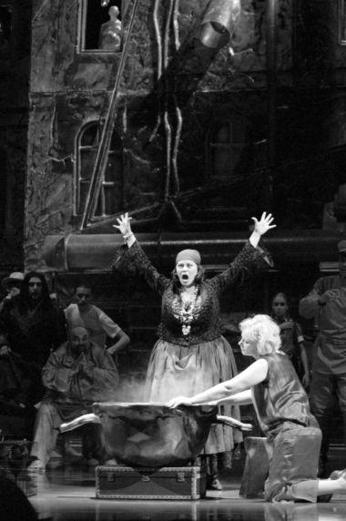 С.Шилова (Гадалка), О.Кровицкая(Рената). «Огненныйангел». ФотоП.Рычкова