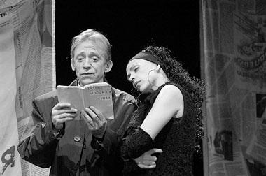 В.Шульга (Мистер Икс), А.Волчкова (Регина). Фото изархива театра