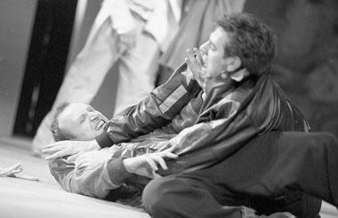 Сцены изспектакля. Продюсерский центр «Новый Глобус». Фото В. Луповского