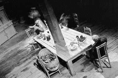«Винсент». Сцена изспектакля. Линнатеатр (Эстония). Фото изархива фестиваля