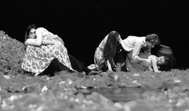 «Мойщик окон». Сцены изспектакля. Танцтеатр Вупперталь (Германия). Фото В. Луповского