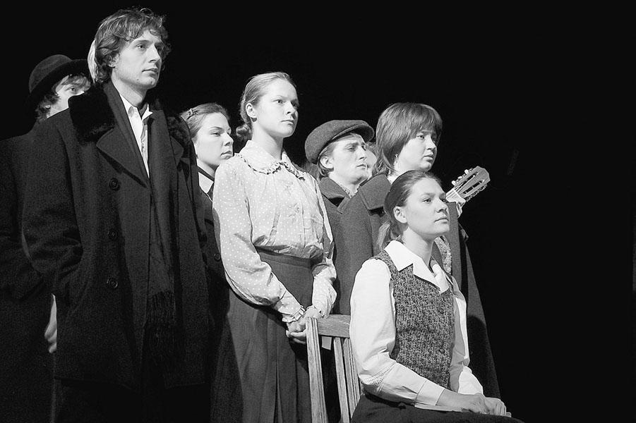 «Моя старшая сестра». Сцена изспектакля. «Наш театр». Фото В.Архипова