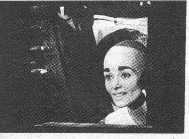 Елена Яровая вспектакле «Поиски женской линии». Фото В. Конрадта