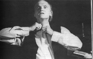 Алексей Девотченко всценах изспектакля. Фото В. Дюжаева