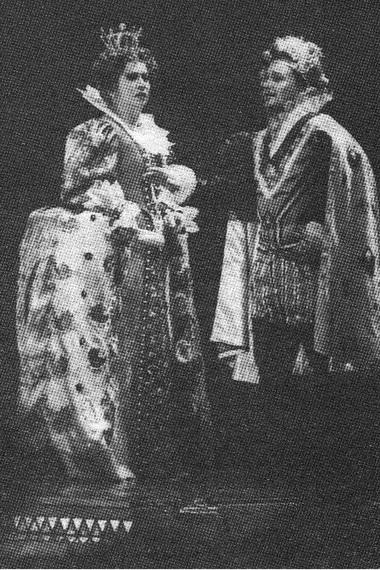 Е.Зеленская (Елизавета), А.Мартынов (Лестер). «Мария Стюарт». Театр «Новая опера». Фото А. Степанова