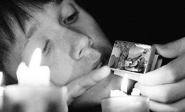 А.Шашилов играет спектакль «Истории про эльфов». Театр«Тень»(Москва). Фотоизархивафестиваля