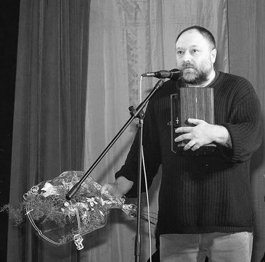 А.Праудин получает Национальнуюпремию«Арлекин». ФотоВ.Архипова