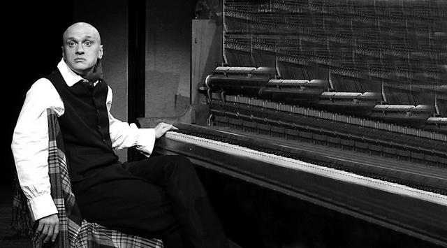 А. Девотченко. «Концерт Саши Черного для фортепиано с артистом». Фото В. Архипова