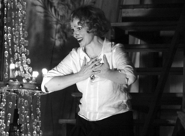 Е. Немзер (Зинаида Райх). «Любовь и смерть Зинаиды Райх». Театр на Литейном. Фото Ю. Белинского