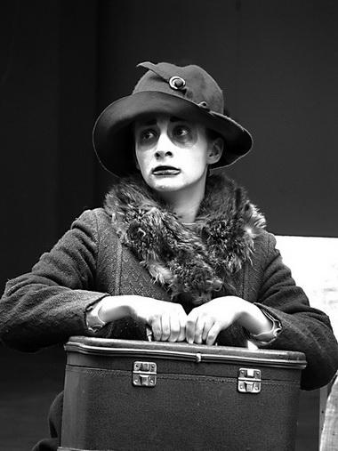А. Ионова (Носоглоткина). «Небо в чемодане, или Цуцики в ночи». Театр «Потудань». Фото В. Архипова