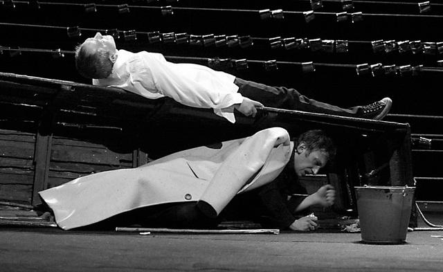 М. Трухин (Гамлет), С. Сосновский (Дух отца Гамлета). Фото В. Луповского