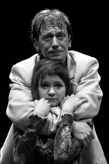 О. Литвинова (Офелия), М. Трухин (Гамлет). Фото В. Луповского