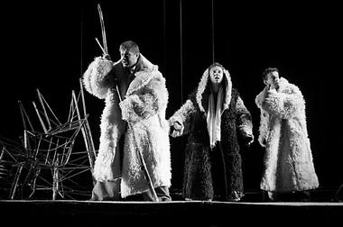 Сцена из спектакля. Фото В. Луповского