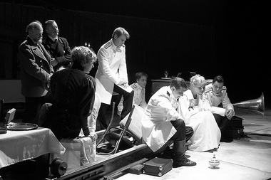Сцена из спектакля. Фото В. Архипова