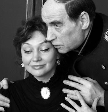 И. Перелыгина-Владимирова (Маша), Ю. Лазарев (Вершинин). Фото из архива театра