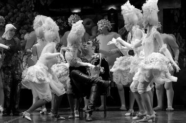 «Синяя борода». Сцена из спектакля. Театр музыкальной комедии. Фото из архива театра