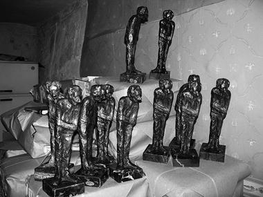 Символом фестиваля стала скульптура, созданная Р.Габриадзе. Вэтом году ихбыло отлито десять... ФотоМ.Дмитревской