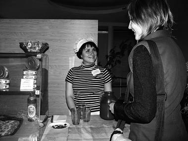 Как всегда, вантракте торговала вбуфете посоветским ценам легендарная Клава. ФотоМ.Дмитревской