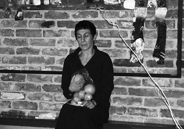 Р.Хайруллина играет Володина. Фото М. Дмитревской