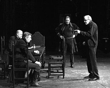Т.Чхеидзе нарепетиции «Марии Стюарт». ФотоС.Ионова
