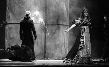 «Тоска». Сцена изспектакля. Фото Н. Разиной