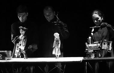 Сцена из спектакля. Фото М. Гутермана
