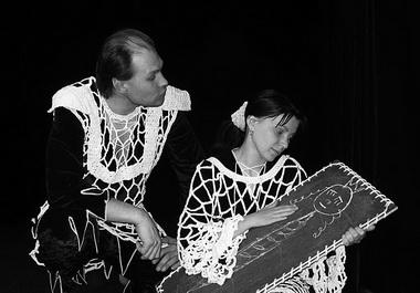 П. Зубарев (Рыцарь), Е. Зубарева (Принцесса). «О рыцарях и принцессах». Театр «Желтое окошко» (Мариинск). Фото из архива фестиваля