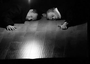 Л. Ремнев (Иван Коломийцев), Е. Калабанов (Яков Коломийцев). «Последние». Нижегородский ТЮЗ. Фото из архива фестиваля
