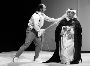 С. Иванов (Мэтр Бридэн), Н. Рожков (Барон). «Любовью не шутят». Театр «Свободное пространство» (Орел). Фото из архива фестиваля