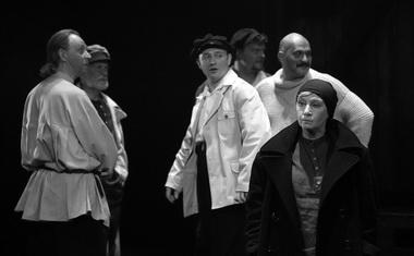 Сцена из спектакля. Фото В. Постнова