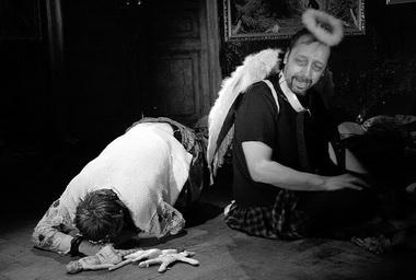 О. Ягодин (Гамлет), Н. Коляда (Призрак отца Гамлета). Фото из архива театра