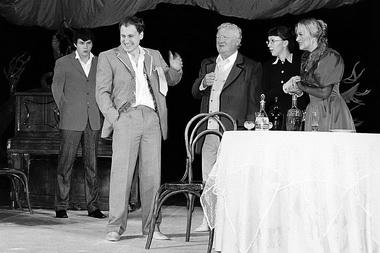 «Вишневый сад». Сцена из спектакля. Фото из архива театра