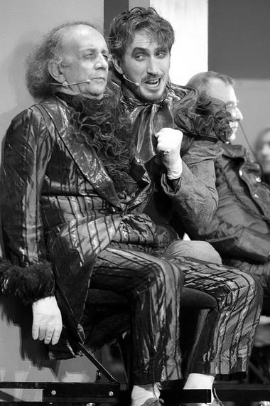 Х. Контрерас (Тарасевич), К. Кяро (Лебезятников). «Русский смех». Эстонский театр драмы. Фото С. Красия