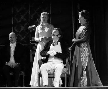 «Дядюшкин сон». Сцена из спектакля. Фото С. Красия