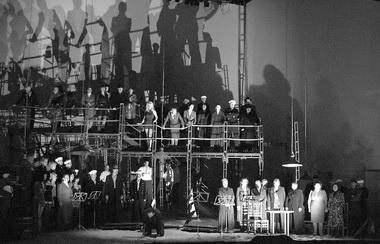 Сцена из спектакля. Фото Ю. Кабанова