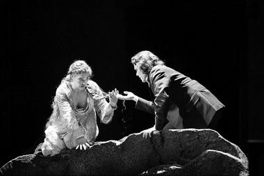 Э. Янссон (Мелисанда), П. Кнудсен (Пеллеас). «Пеллеас и Мелисанда». Фото М. Сзабо