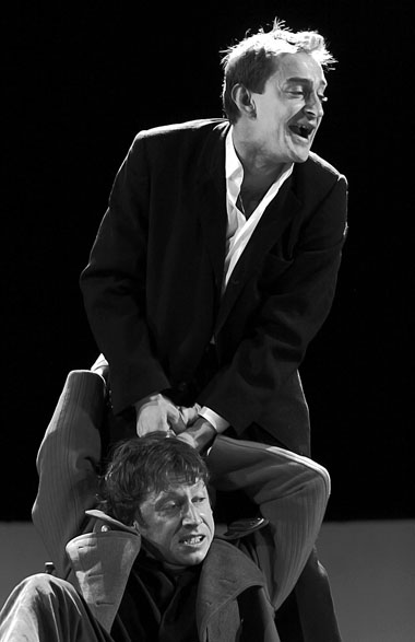 К. Хабенский (Клавдий), М. Трухин (Гамлет). «Гамлет». МХТ им. Чехова. Фото В. Луповского