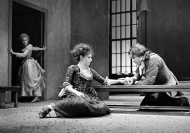 «Веер». Сцена из спектакля. Фото из архива фестиваля