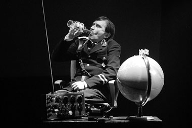 И. Сладкевич (Гитлер). Фото В. Постнова