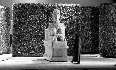 «Пиковая дама». Сцена из спектакля. Фото из архива журнала