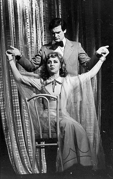 В. Панина (Мадлен), Н. Буров (Мишель). «Ужасные родители». Театр Эстрады. Фото из личного архива актрисы